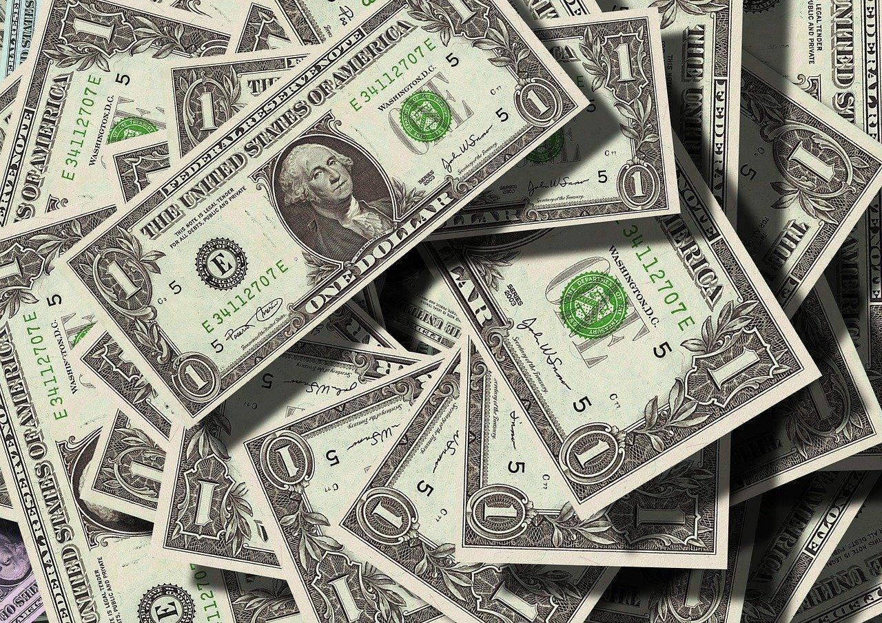 You are currently viewing Dollar Abwertung – wie du das Währungsrisiko ermittelst und dein Portfolio absicherst